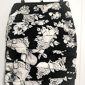 Sale! Black and White Magnolia Print Rushed Skirt